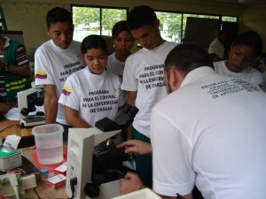 Students in Mompox, Colombia learning about Chagas disease biology. Photo: JK Peterson.